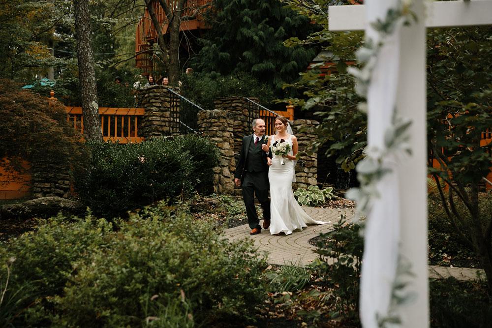 columbus-ohio-wedding-photographers-landolls-mohican-castle-central-ohio-fall-outdoor-wedding-153.jpg