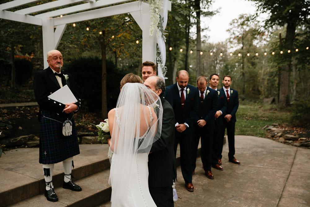 columbus-ohio-wedding-photographers-landolls-mohican-castle-central-ohio-fall-outdoor-wedding-158.jpg