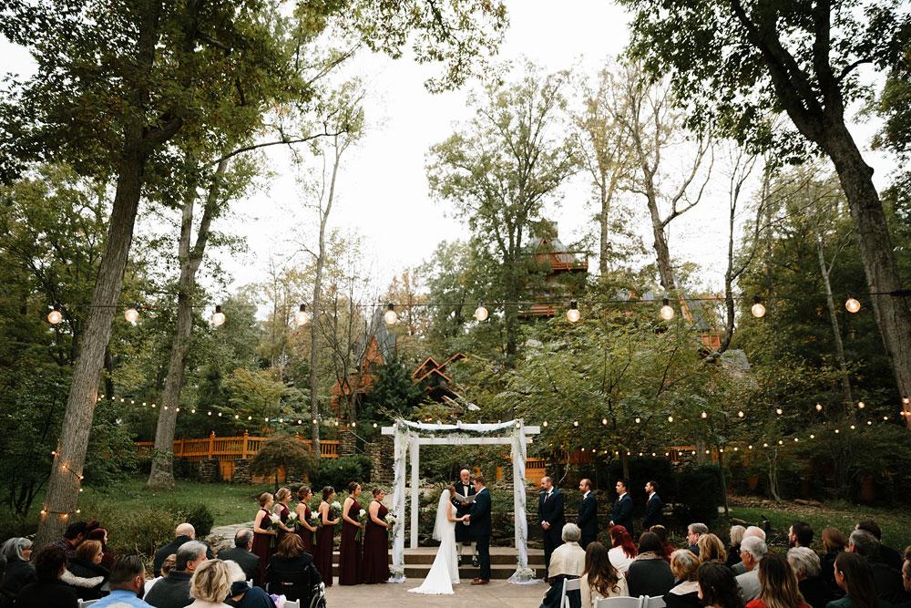 columbus-ohio-wedding-photographers-landolls-mohican-castle-central-ohio-fall-outdoor-wedding-164.jpg