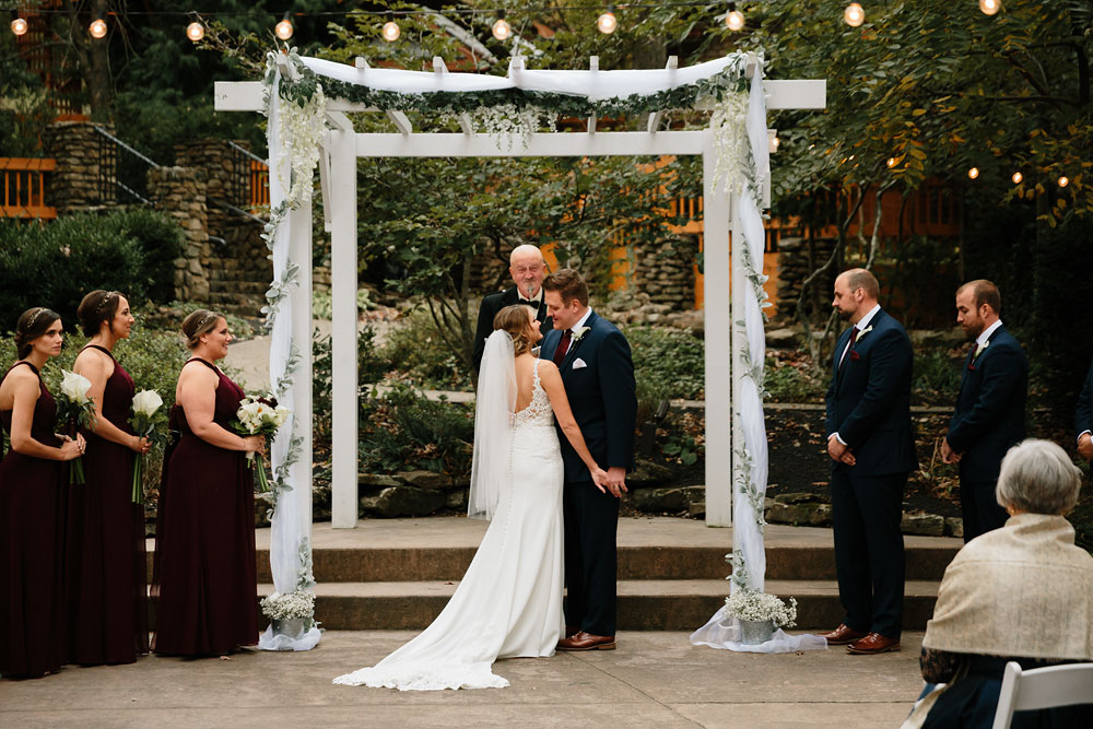 columbus-ohio-wedding-photographers-landolls-mohican-castle-central-ohio-fall-outdoor-wedding-167.jpg