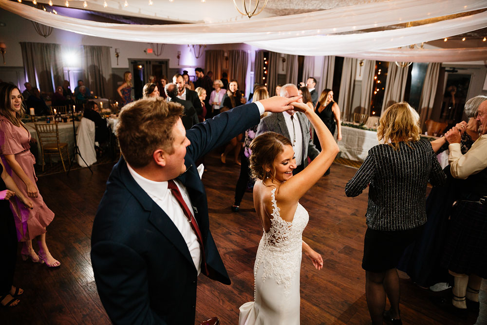 columbus-ohio-wedding-photographers-landolls-mohican-castle-central-ohio-fall-outdoor-wedding-192.jpg