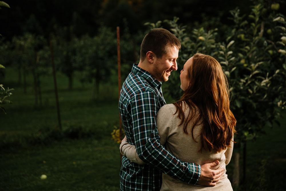 cleveland-wedding-photographers-engagement-at-pattersons-fruit-farm-chesterland-ohio-orchard-30.jpg