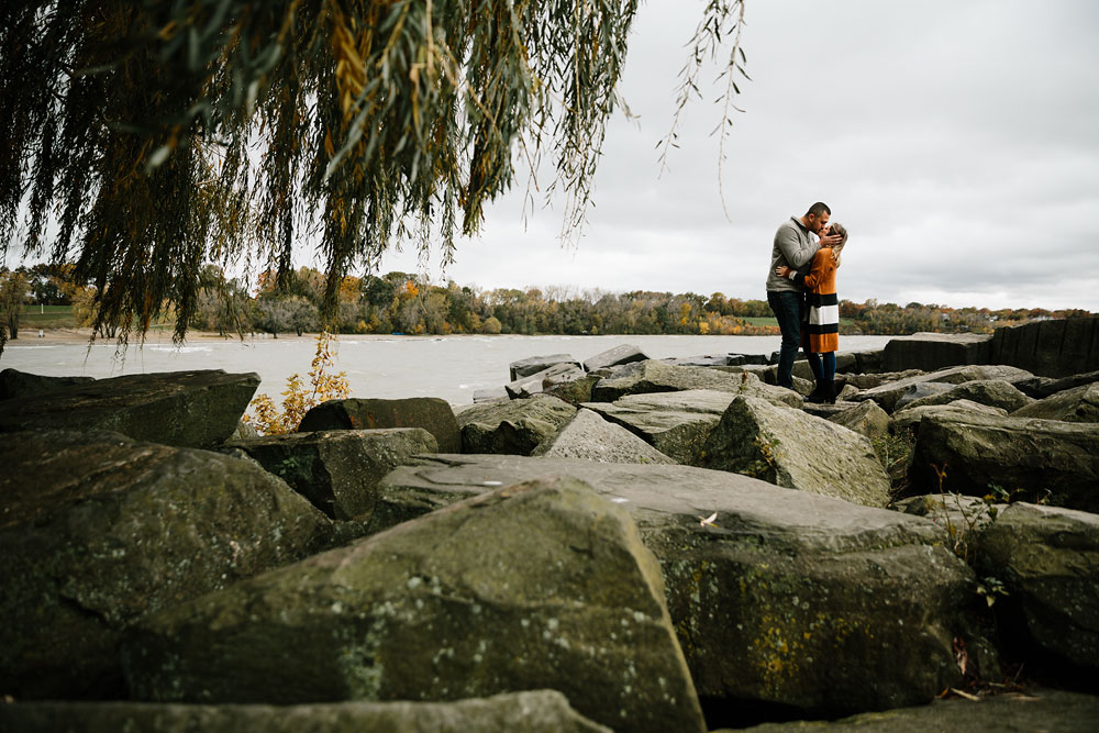 cleveland-wedding-photographers-engagement-edgewater-beach-rocky-river-metroparks-5.jpg