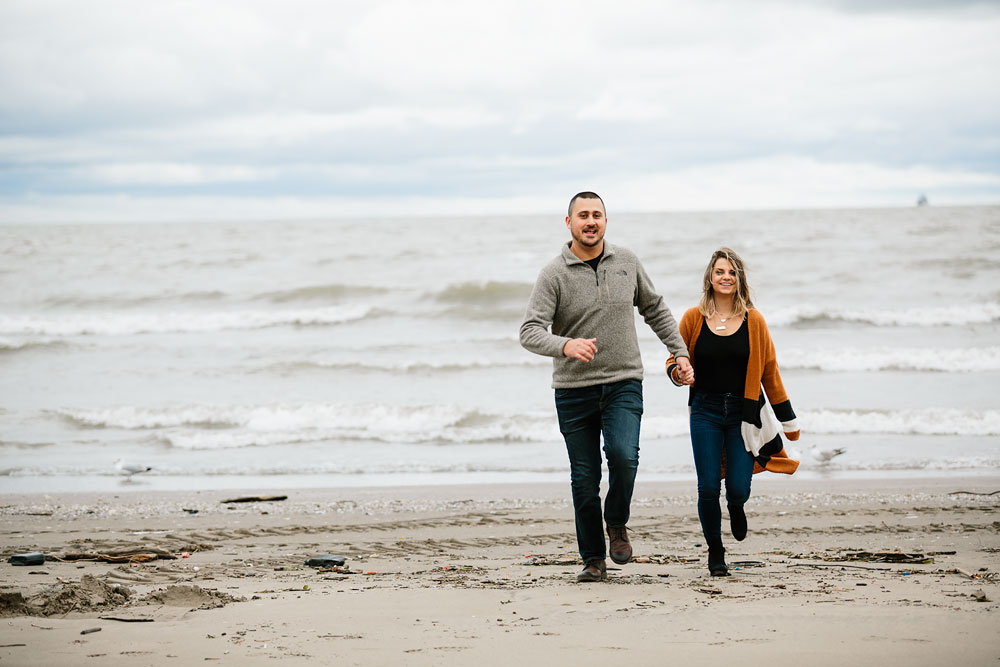 cleveland-wedding-photographers-engagement-edgewater-beach-rocky-river-metroparks-17.jpg