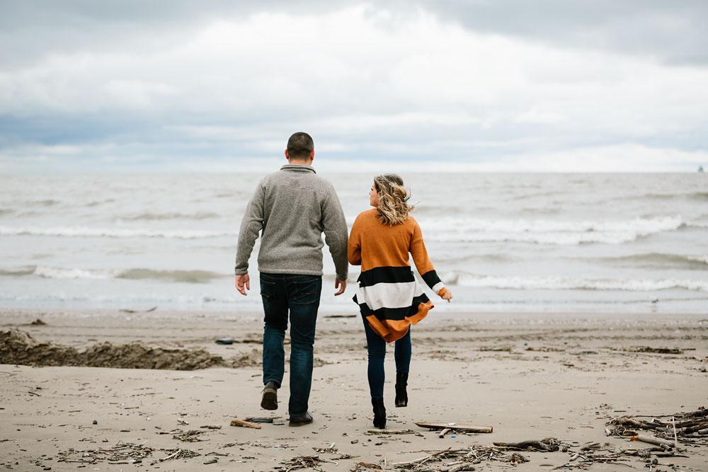 cleveland-wedding-photographers-engagement-edgewater-beach-rocky-river-metroparks-18.jpg