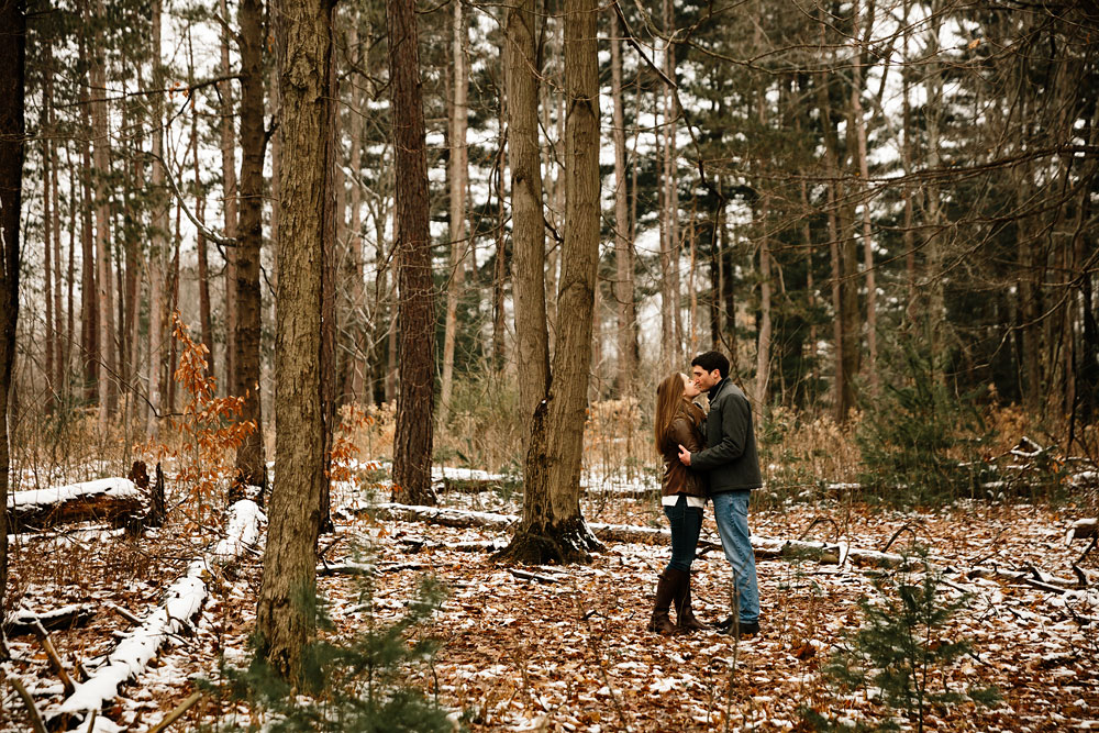 cleveland-wedding-photography-chesterland-ohio-engagement-at-orchard-hills-pattersons-fruit-farm-13.jpg