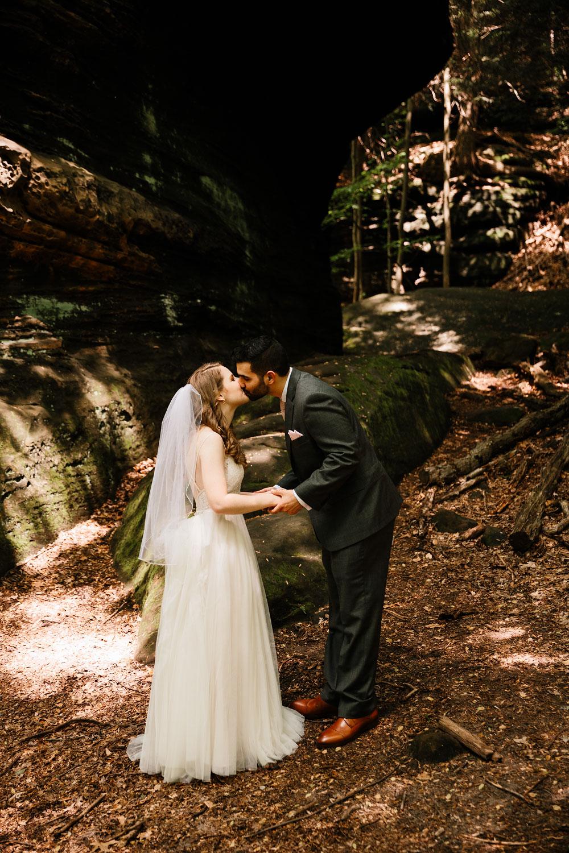 happy-days-lodge-wedding-photography-cuyahoga-valley-national-park-cvnp-cleveland-wedding-photographers-peninsula-ohio-36.jpg