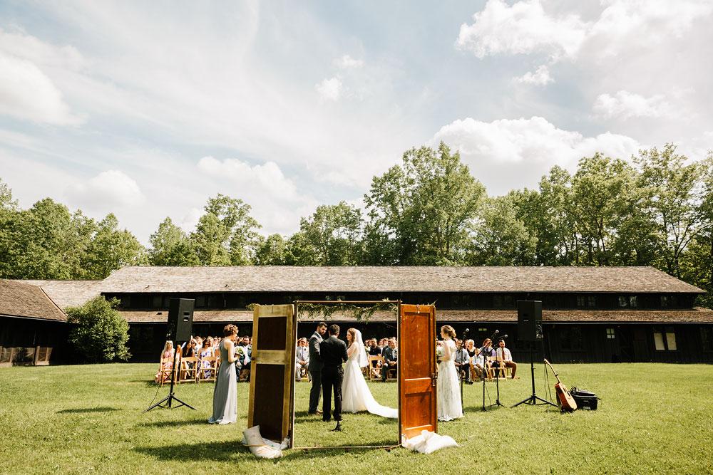 happy-days-lodge-wedding-photography-cuyahoga-valley-national-park-cvnp-cleveland-wedding-photographers-peninsula-ohio-96.jpg