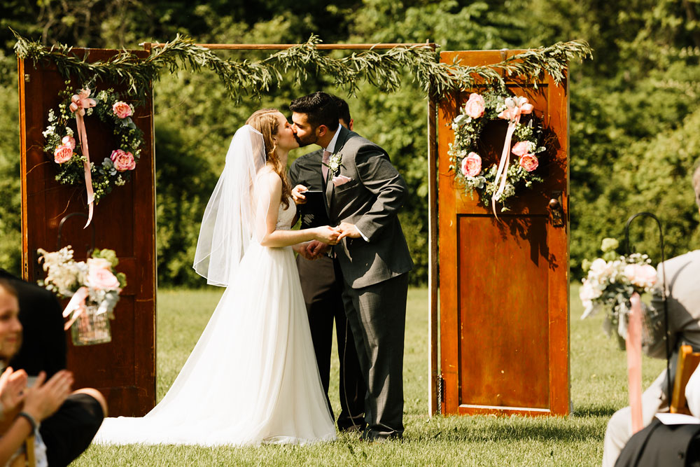 happy-days-lodge-wedding-photography-cuyahoga-valley-national-park-cvnp-cleveland-wedding-photographers-peninsula-ohio-100.jpg