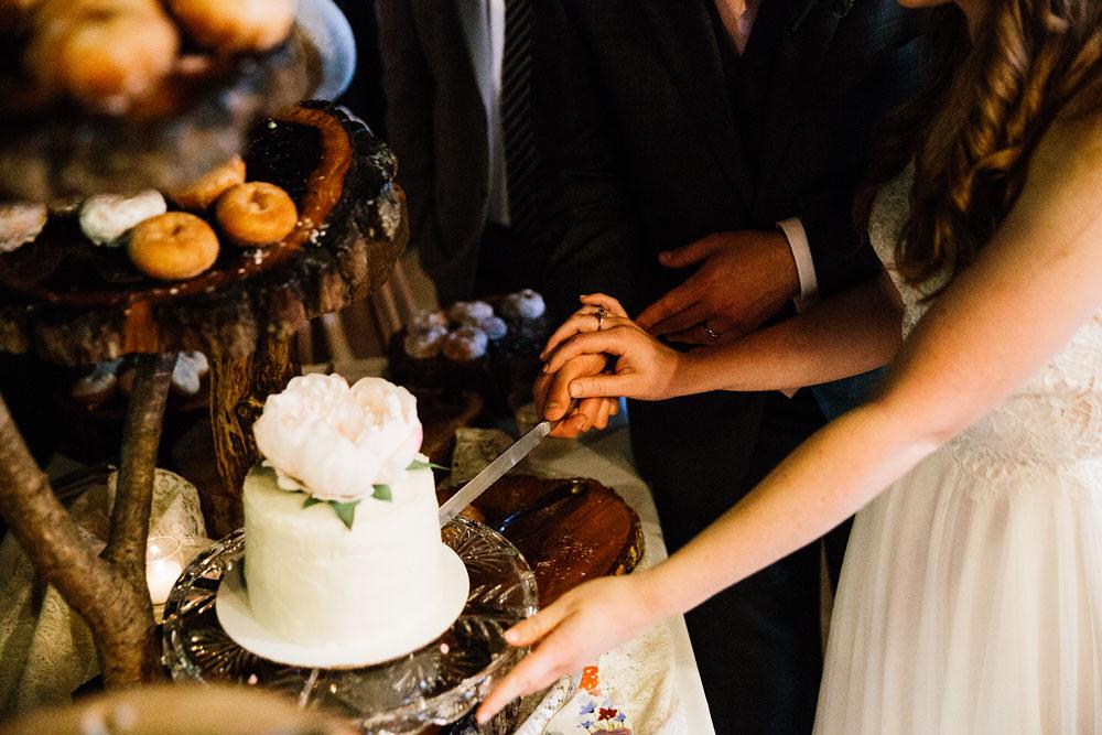 happy-days-lodge-wedding-photography-cuyahoga-valley-national-park-cvnp-cleveland-wedding-photographers-peninsula-ohio-151.jpg