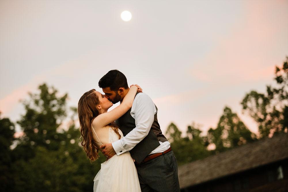 happy-days-lodge-wedding-photography-cuyahoga-valley-national-park-cvnp-cleveland-wedding-photographers-peninsula-ohio-168.jpg