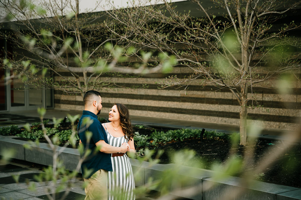 cleveland-museum-of-art-university-circle-engagement-session-cleveland-wedding-photographers-6.jpg