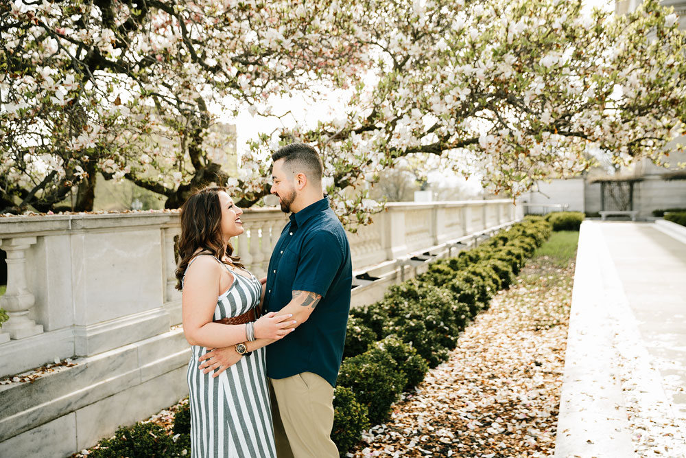 cleveland-museum-of-art-university-circle-engagement-session-cleveland-wedding-photographers-11.jpg