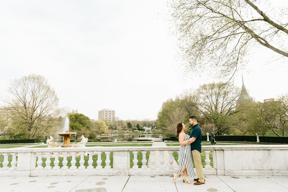 cleveland-museum-of-art-university-circle-engagement-session-cleveland-wedding-photographers-16.jpg
