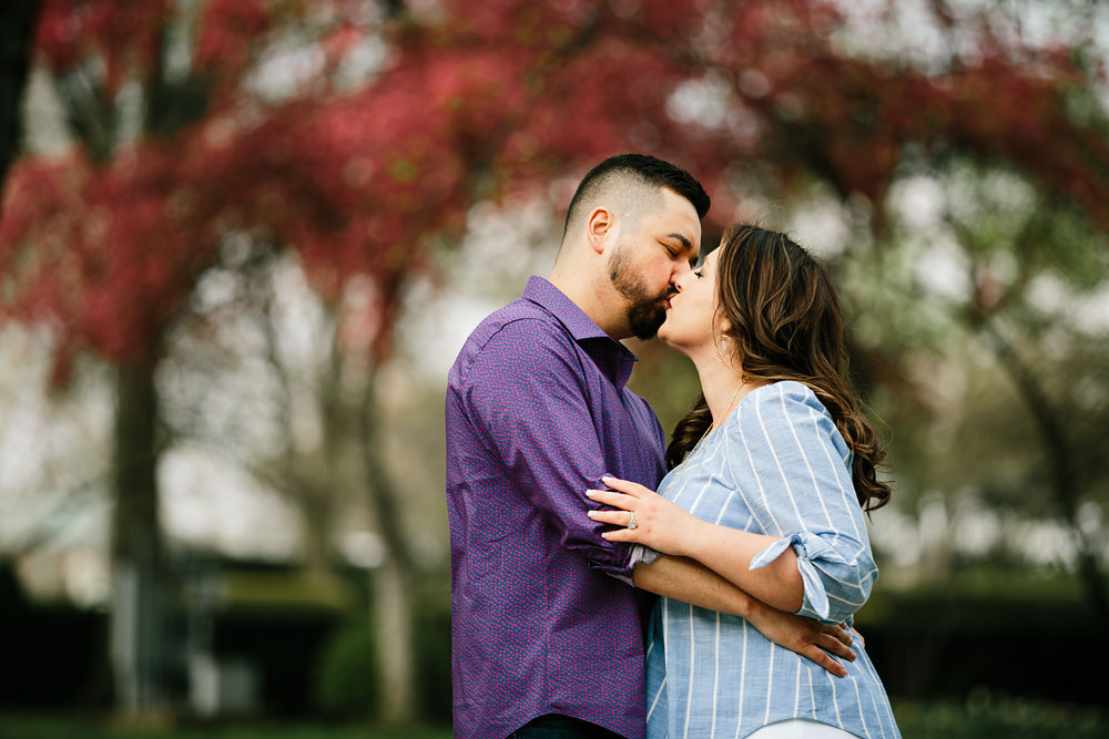 cleveland-museum-of-art-university-circle-engagement-session-cleveland-wedding-photographers-19.jpg