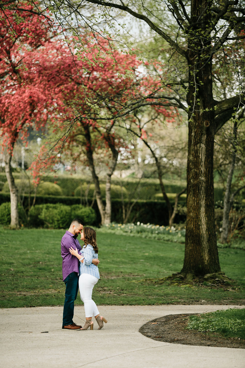 cleveland-museum-of-art-university-circle-engagement-session-cleveland-wedding-photographers-18.jpg
