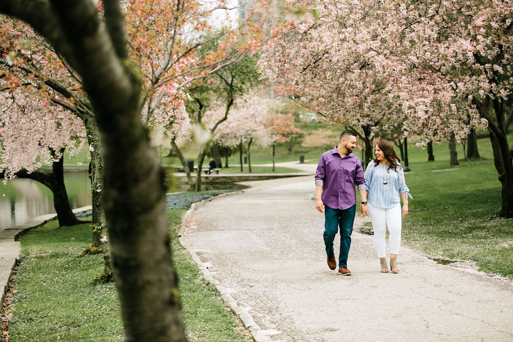 cleveland-museum-of-art-university-circle-engagement-session-cleveland-wedding-photographers-21.jpg