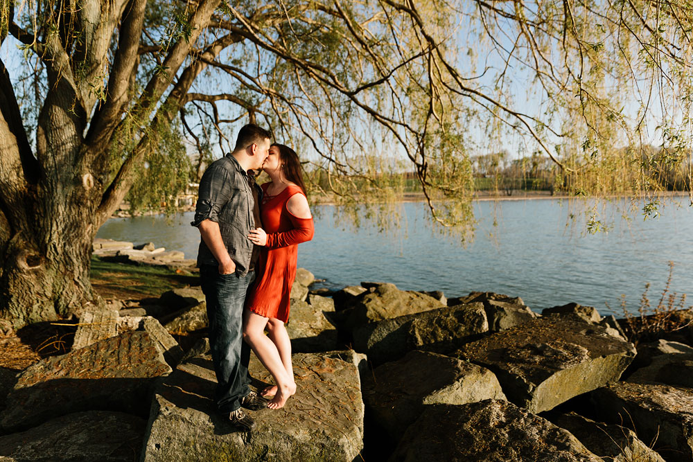 edgewater-beach-engagement-session-wendy-park-cleveland-wedding-photographers-9.jpg
