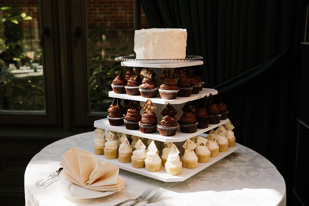 detroit-michigan-wedding-photographers-at-royal-park-hotel-rochester-wedding-9.jpg