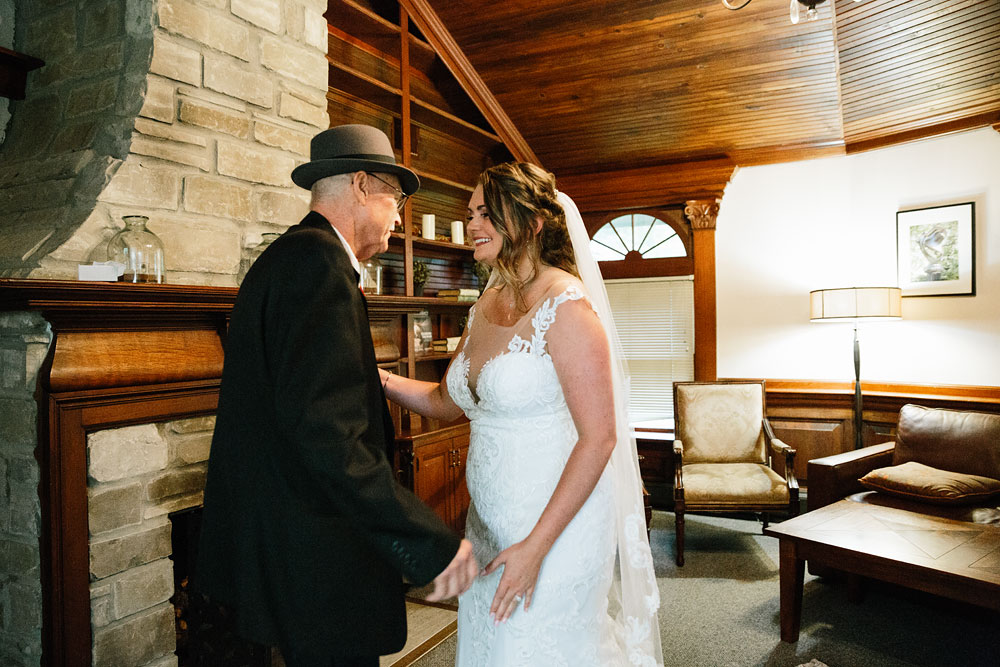 father of bride seeing her for first time
