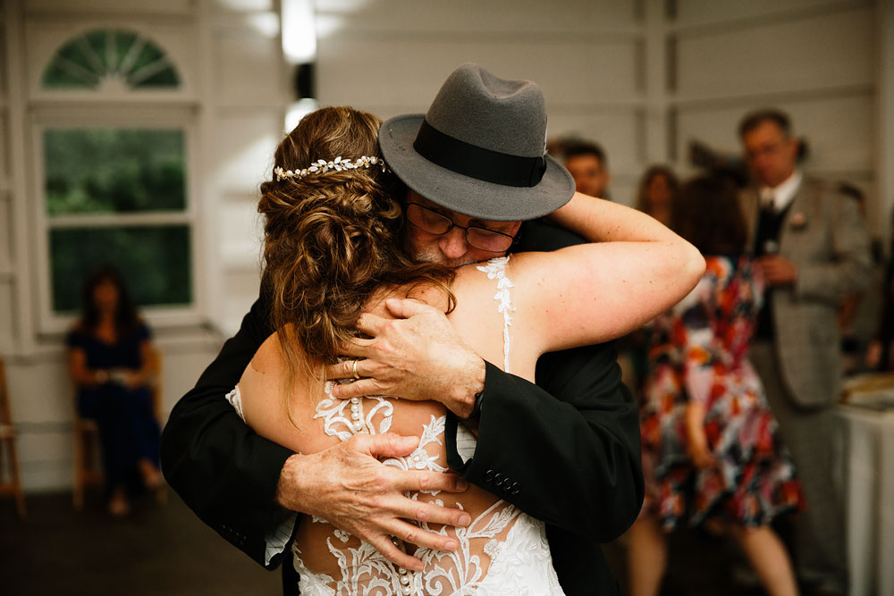 father and bride first dance