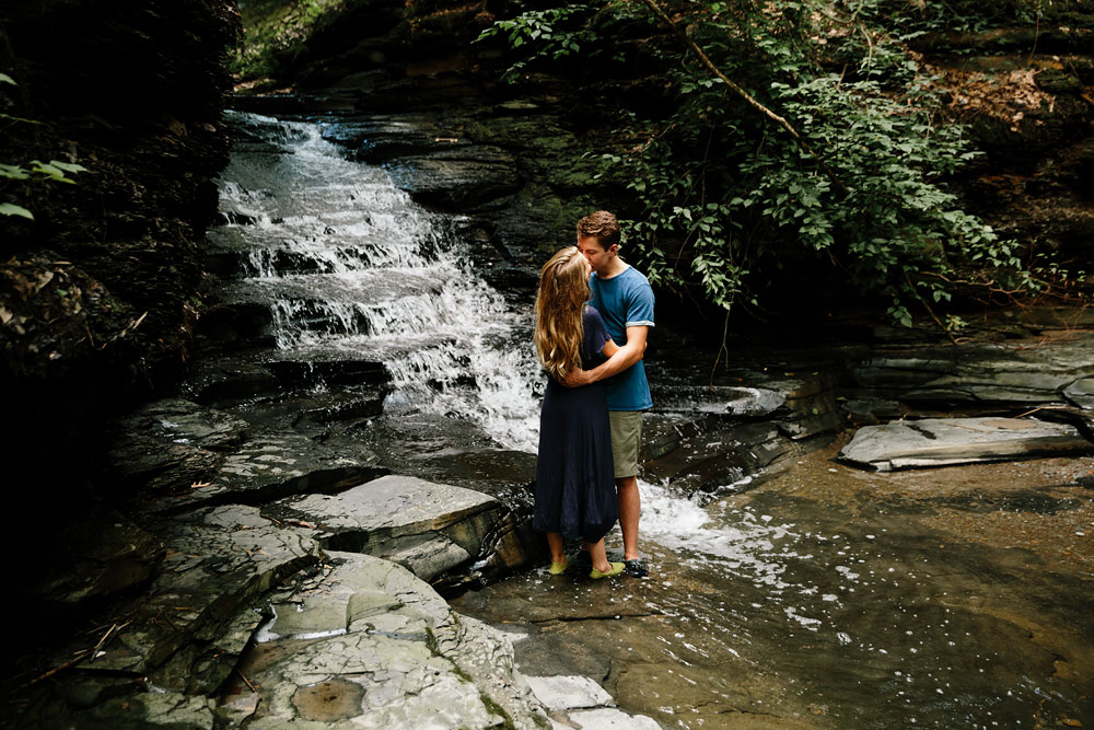 wedding-photographers-in-cleveland-ohio-in-cuyahoga-valley-national-park-engagement-photography-16.jpg