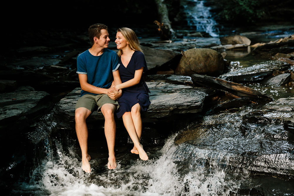 wedding-photographers-in-cleveland-ohio-in-cuyahoga-valley-national-park-engagement-photography-22.jpg