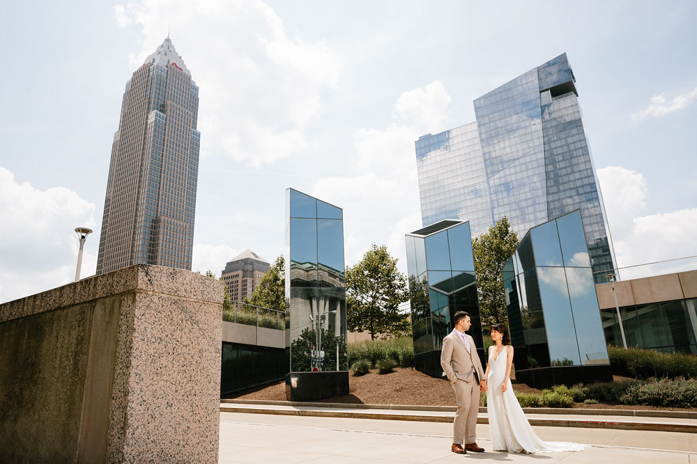 wedding-photographers-in-cleveland-ohio-downtown-orchard-hills-center-pattersons-fruit-farm-39.jpg