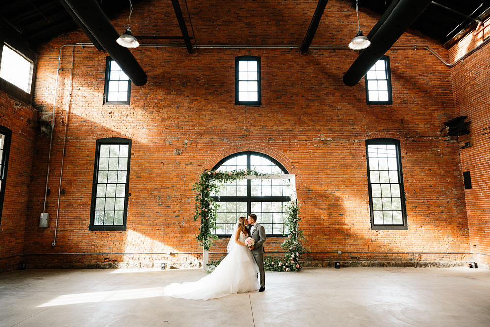 tenk-west-bank-flats-photography-wedding-photographers-in-cleveland-downtown-industrial-148.jpg