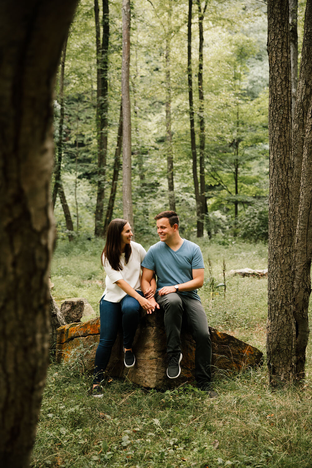 south-chagrin-reservation-engagement-portraits-wedding-photographers-in-cleveland-11.jpg