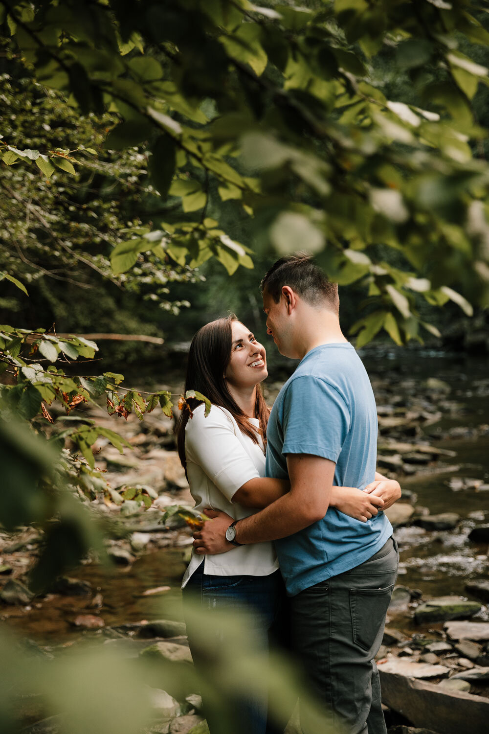 south-chagrin-reservation-engagement-portraits-wedding-photographers-in-cleveland-17.jpg