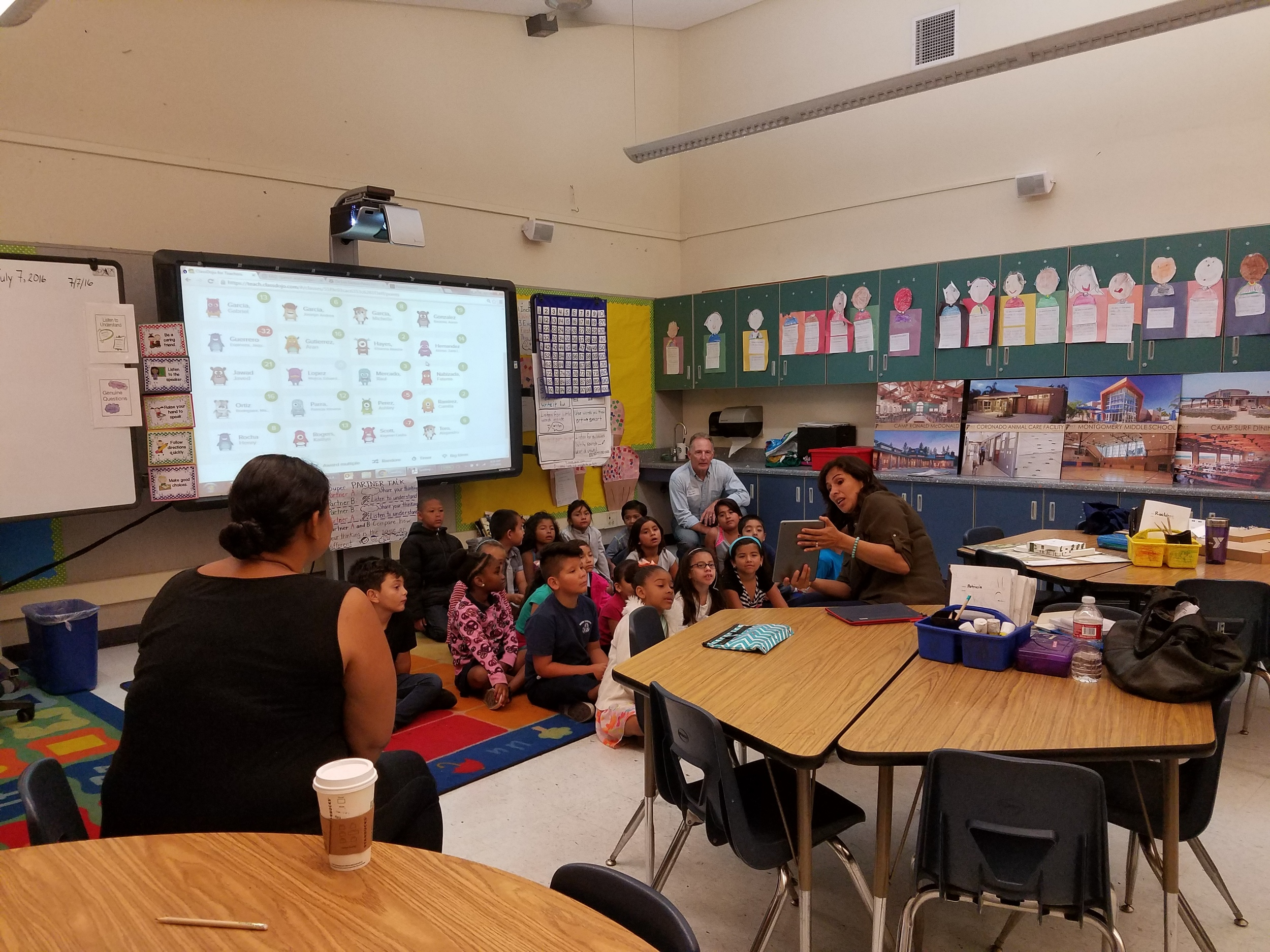 Reyna Ruiz and Ric Davy meet with the class.