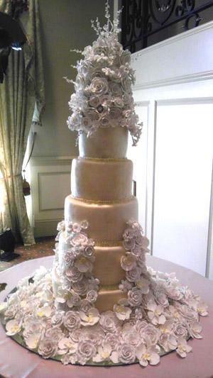 Wedding cake by Edible Art Bakery & Dessert Cafe