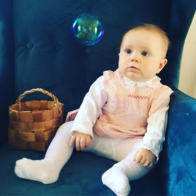 🔮S o a p  B u b b l e  C h o c k 🥳 . . .  #mydaughter #soapbubbles #soapbubble #love #babygirl #magic #vintagedress