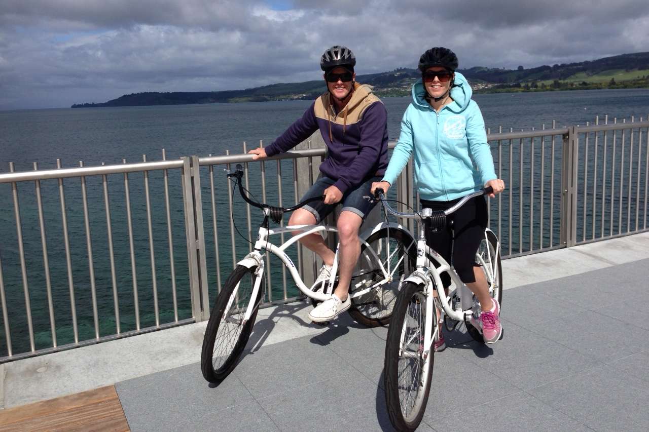 borrow a bike and cycle along the Lions walk Taupo lake front path