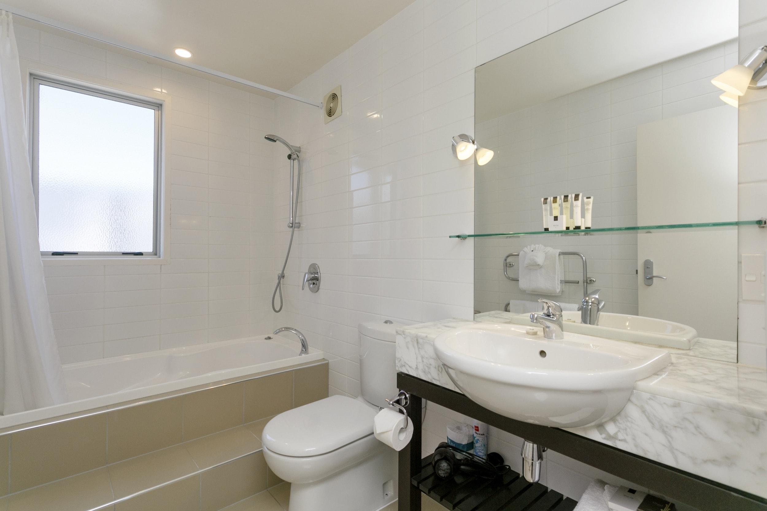One Bedroom Gardev View bathrooms showing spa bath 2-min.jpg
