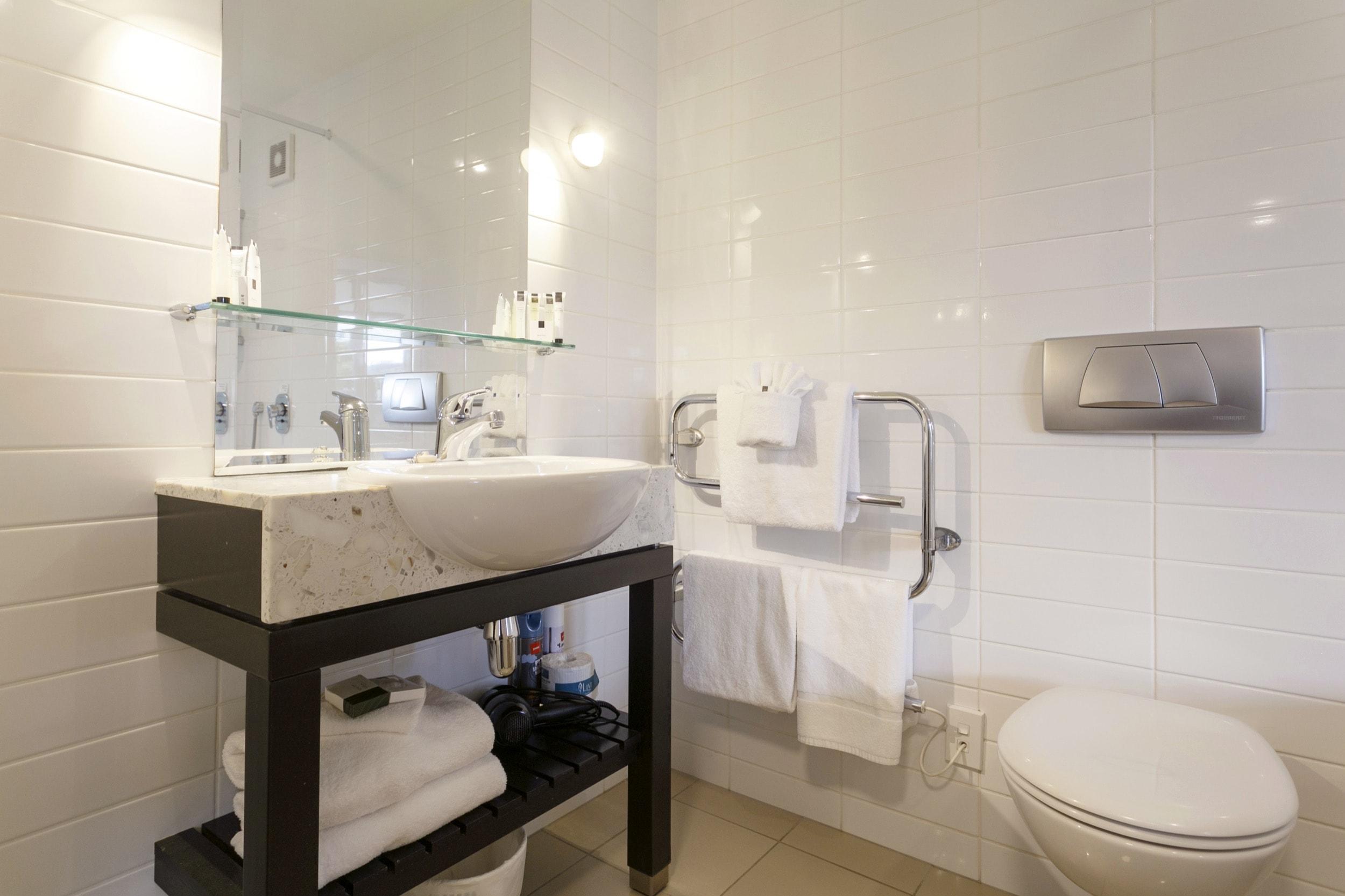 Luxury Studio poolside bathroom-min.jpg