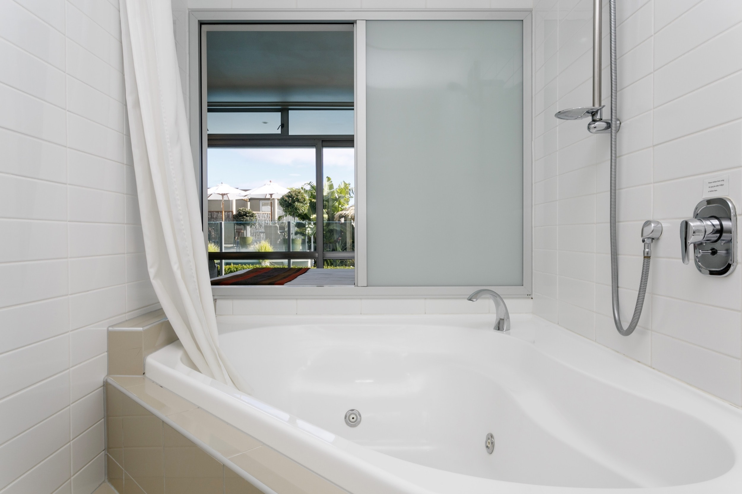 Studio poolside spa bath-min.jpg