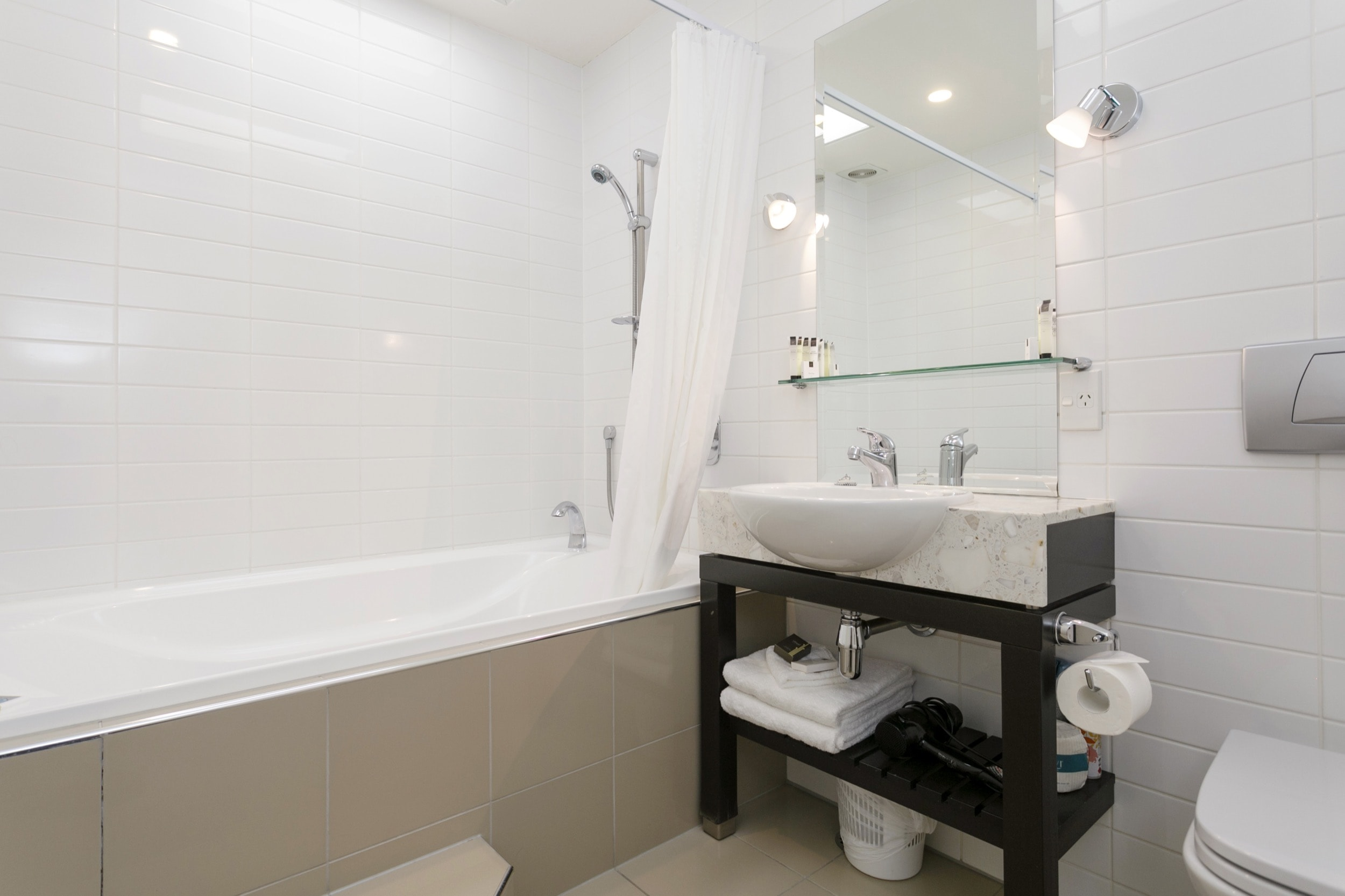 Studio no lake views bathroom with spa bath-min.jpg