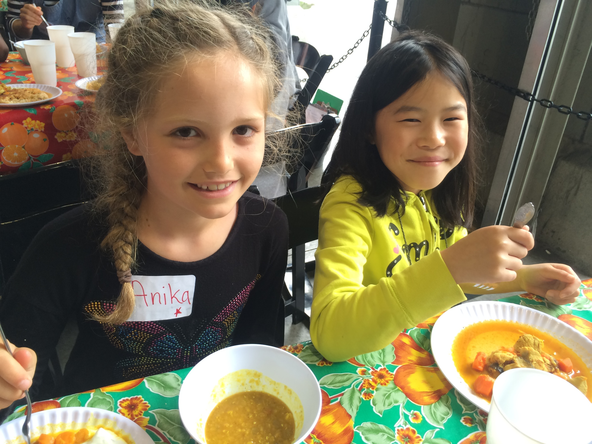Anika & Emily Dahl S1D3 2015.jpg