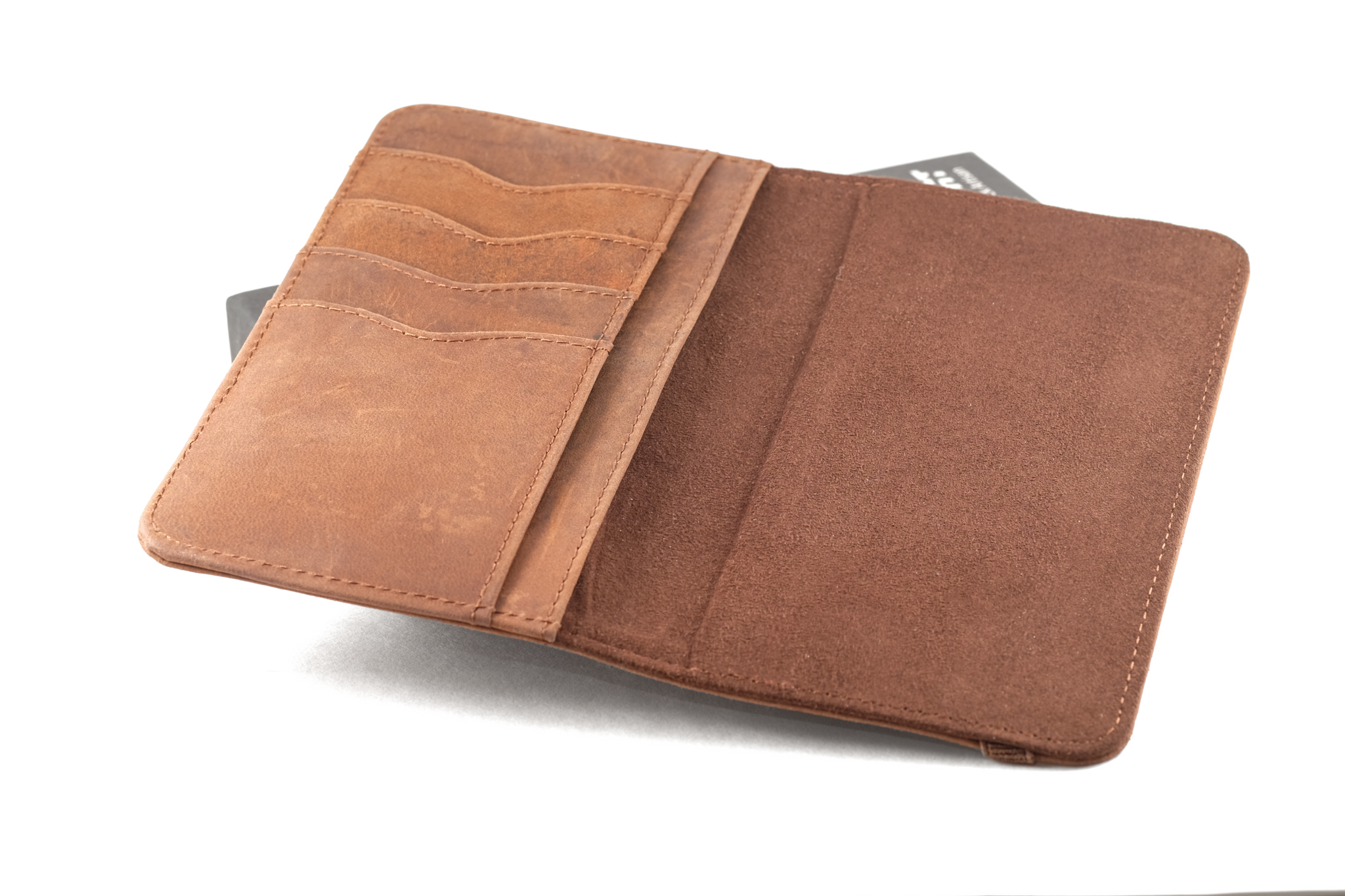 Here's the wallet without the shell case. The hidden magnets are... hidden.