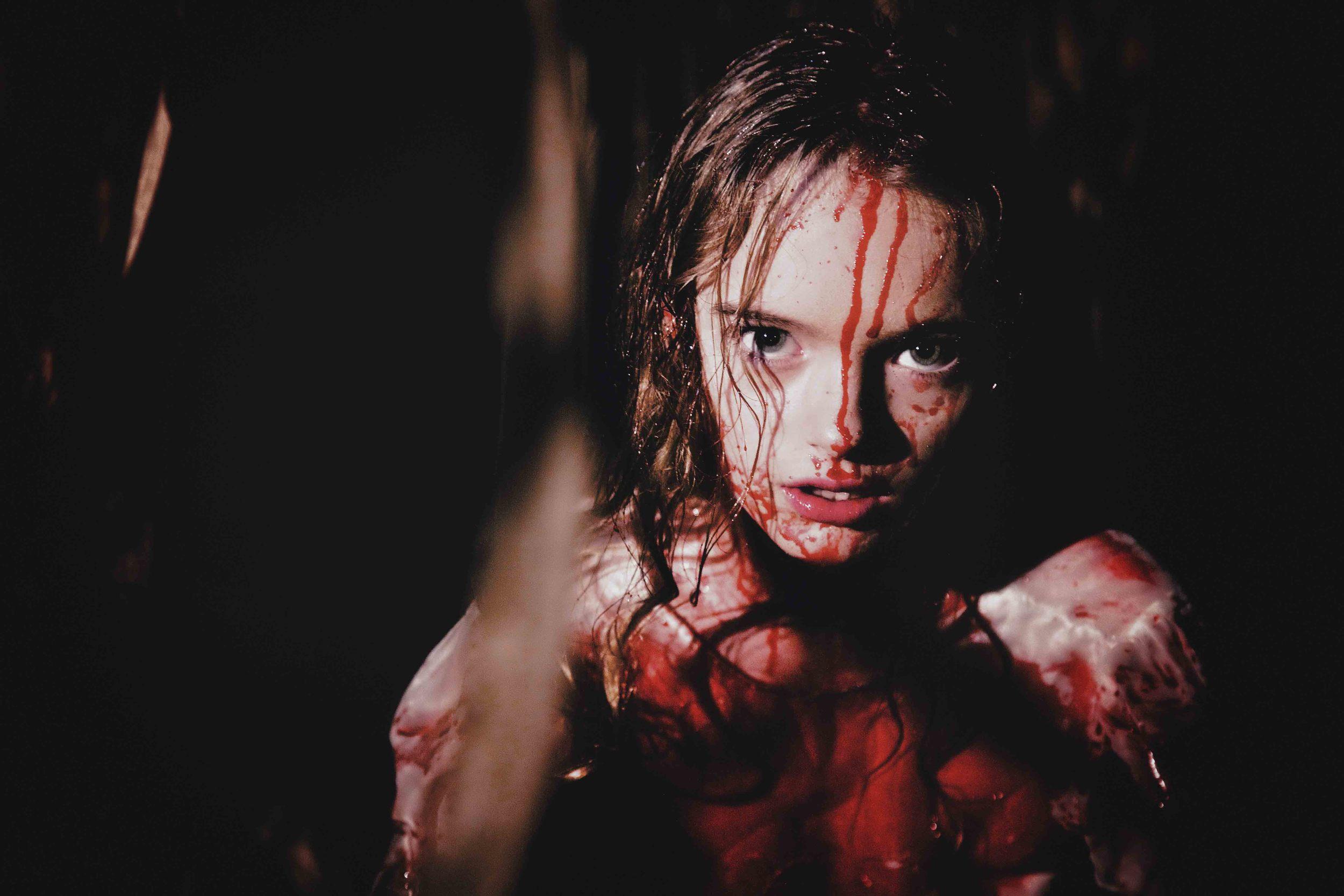 THE REEL OF HORROR - GIRL IN CORN FIELD.jpg