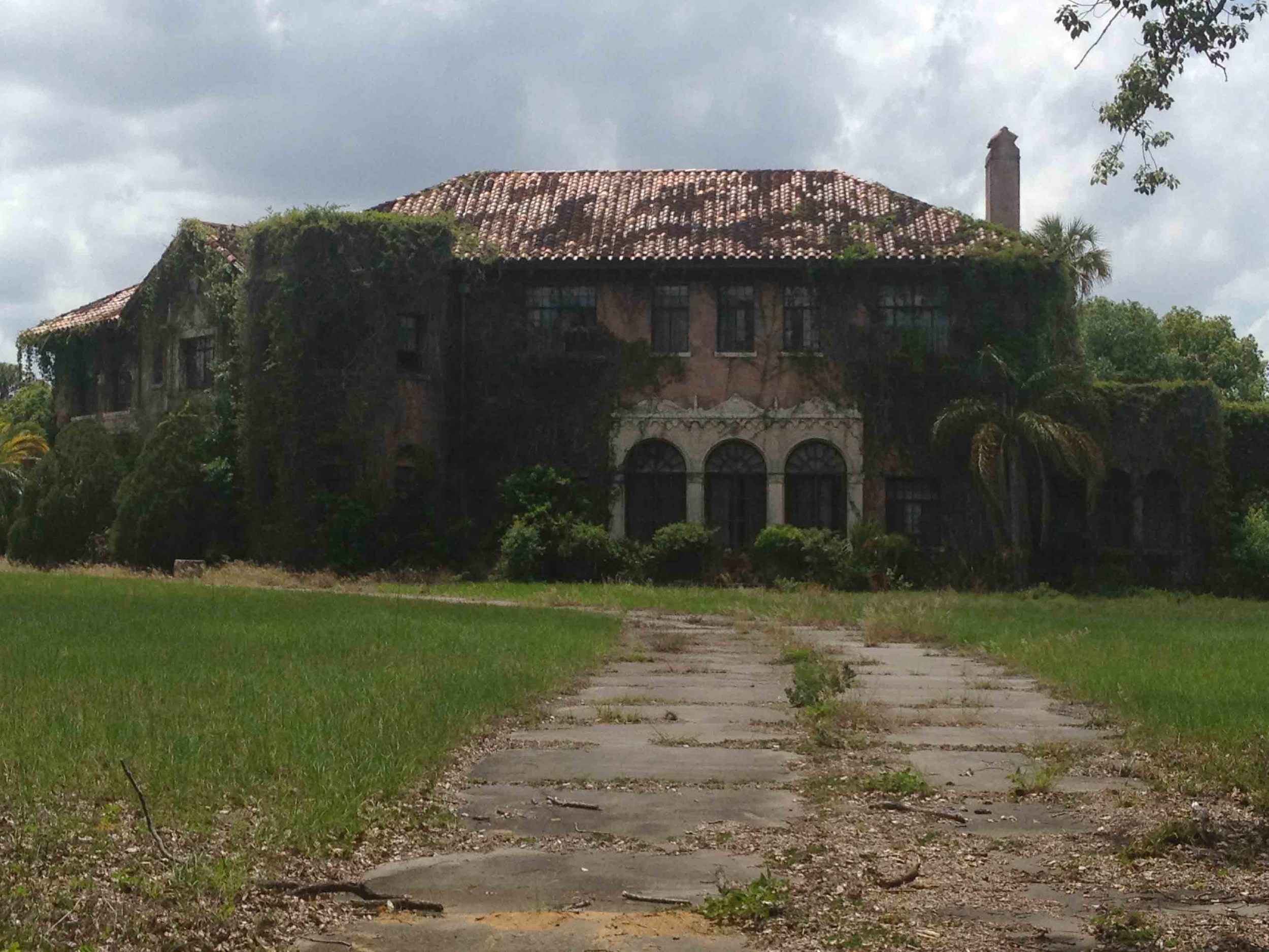 THE REEL OF HORROR - HOWEY MANSION.jpg