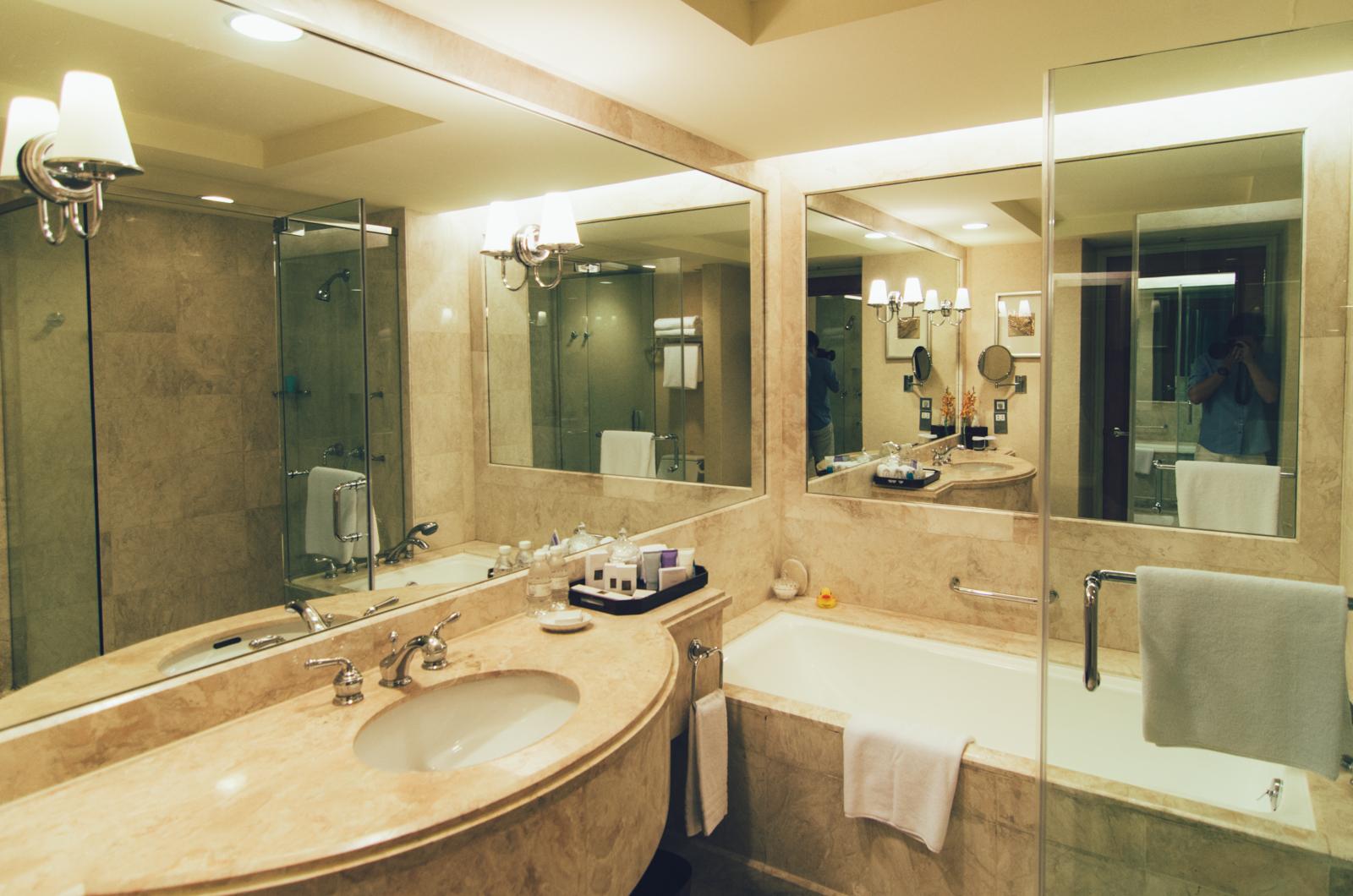 Conrad Centennial Singapore - Bathroom