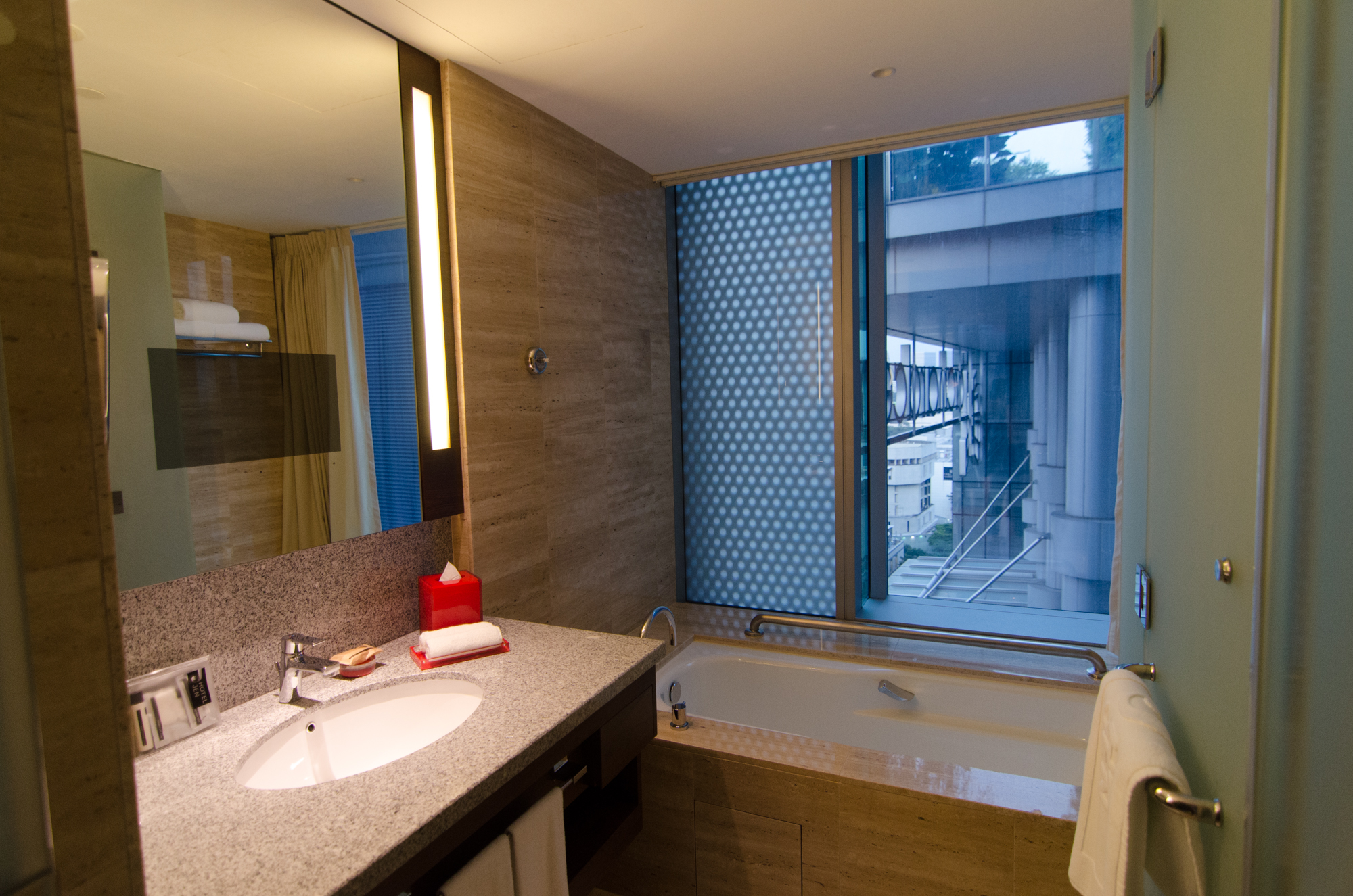 Separate Bath in the Premier Panorama Room