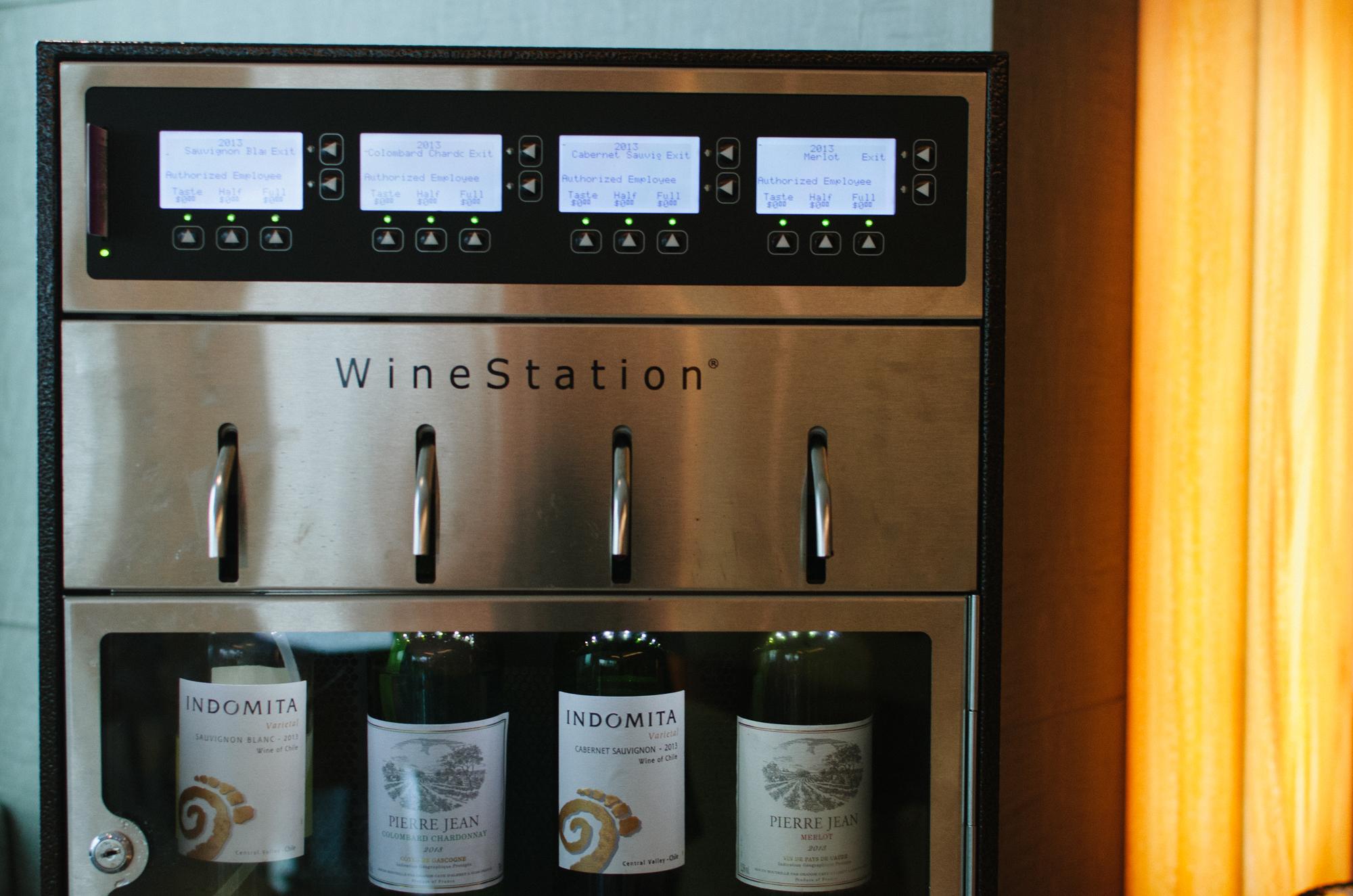 Hotel Jen Orchardgateway Executive Club Lounge Wine