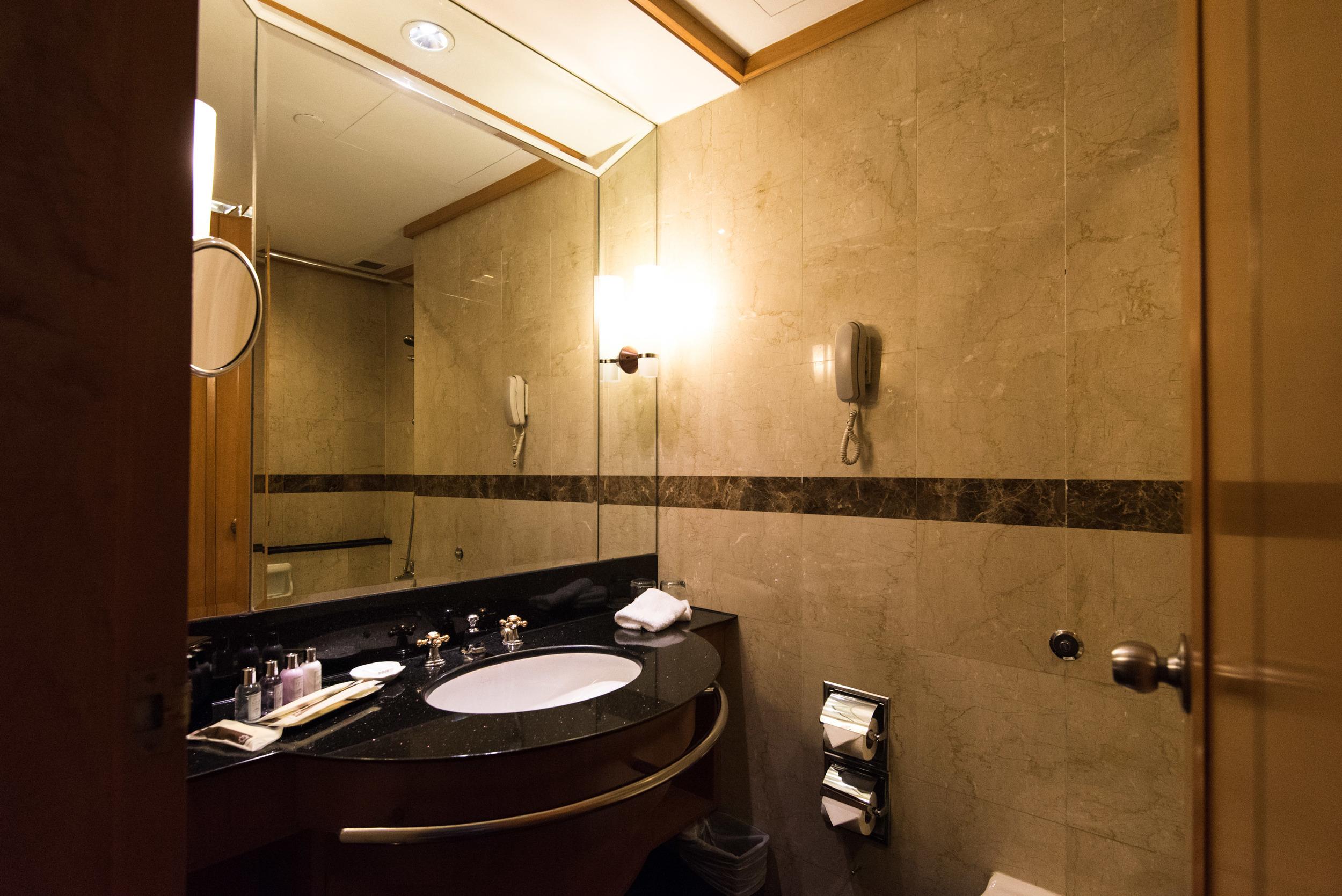 Grand Park City Hall -  Crystal Club Superior Twin Room (Bathroom)