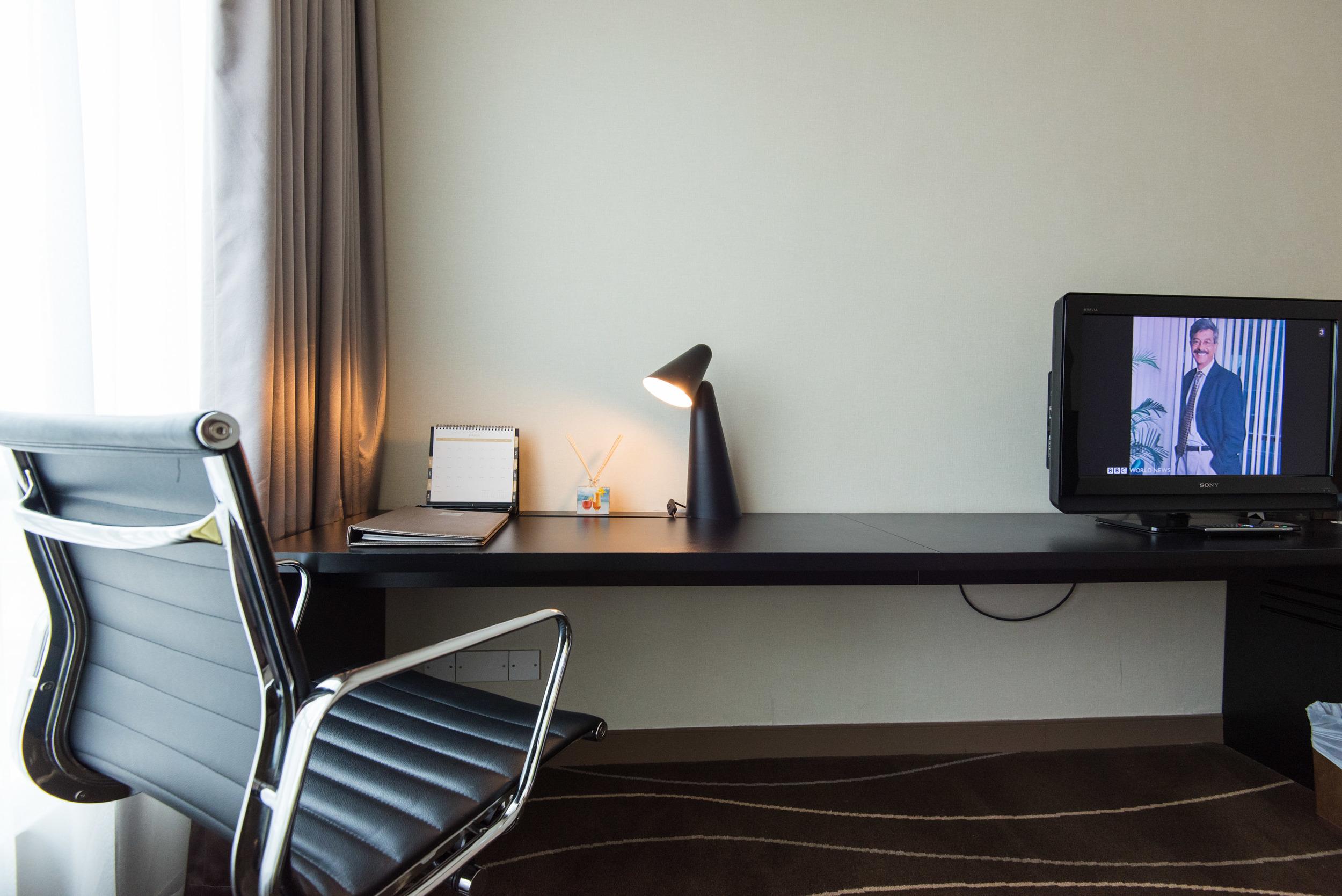 Grand Park City Hall -  Crystal Club Superior Twin Room - Work Desk