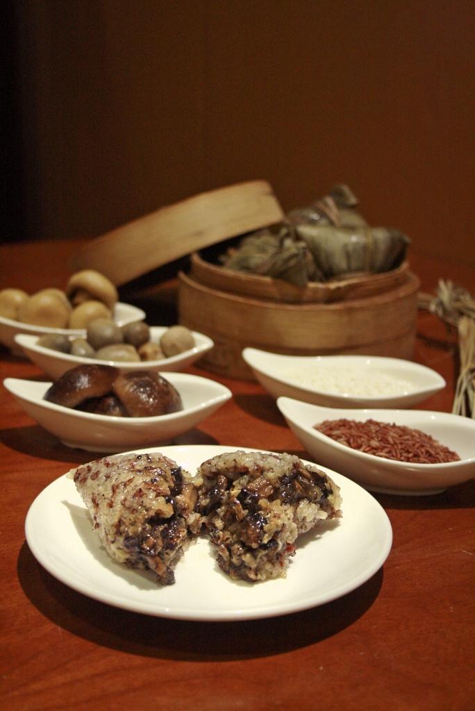 Brown Rice Dumpling with Wild Mushrooms and Black Truffle Paste 黑松露酱野菌糙米粽 ($12.80)