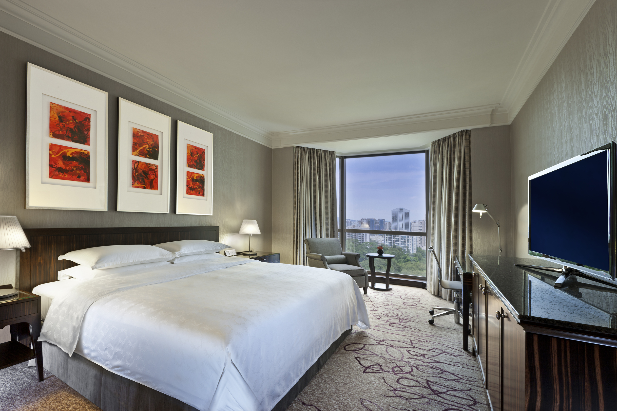 Deluxe Room at Sheraton Towers Singapore